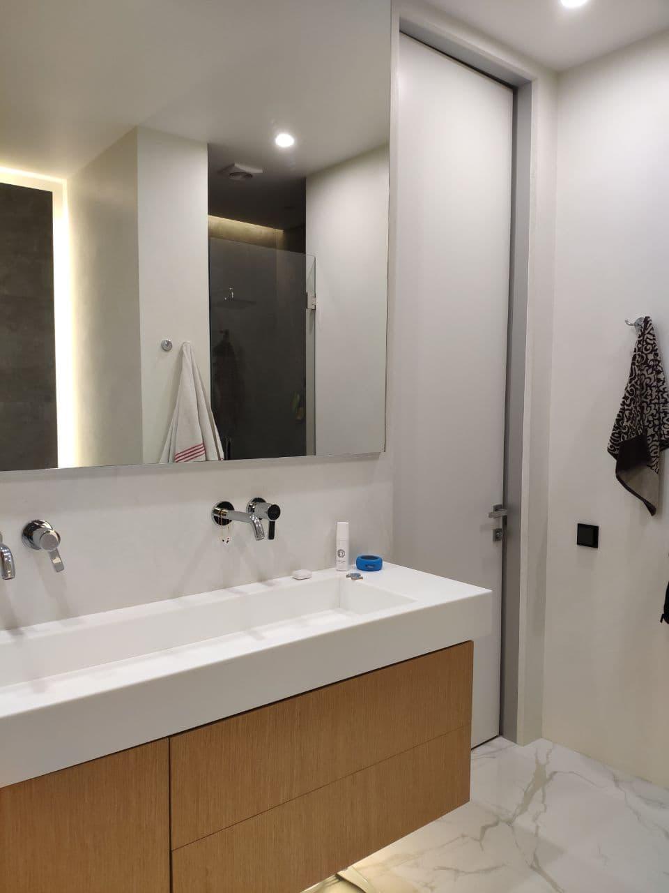 Декоративная штукатурка — Микроцемент ванная
